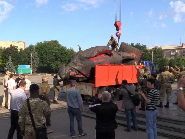 An overthrown statue of Russian communist revolutionary and politician Vladimir Lenin. Photo: Getty