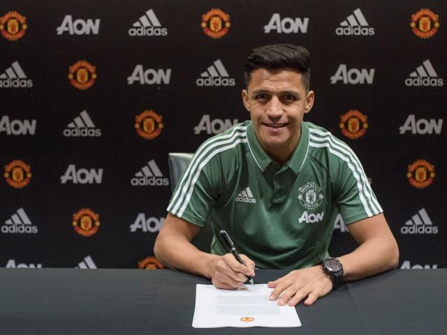 Alexis Sanchez signs with Manchester United. Photo: Getty Images