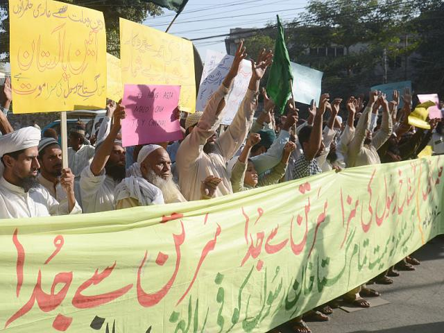Pakistani Sunni Muslims from a religious group protest against Asia Bibi. Photo: Getty Images