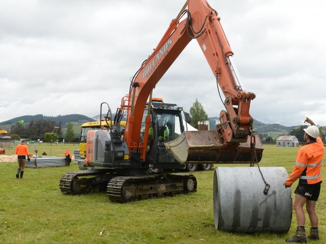 Civil Contractors NZ Otago branch members preparing for the regional excavator competition in 2017.