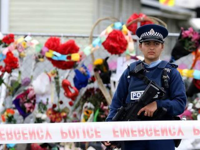 A policewoman stands guard outside the mosque on Linwood Ave after the attacks. Photo: Getty Images