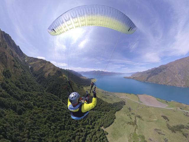 Richard Sidey paragliding over Lake Hāwea