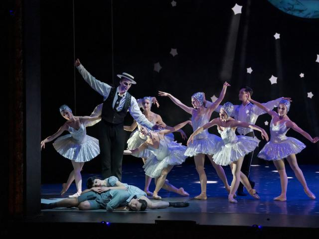 Nathan Mennis as the Sand Man with Dew Fairies credit Stephen A'Court