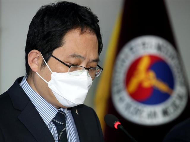 Choi Dae-zip, president of the Korean Medical Association, speaks in Seoul about the deaths of...