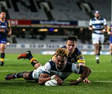 Lolagi Visinia scores for Auckland. Photo: Getty Images