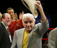 Jake LaMotta acknowledges the crowd at Madison Square Garden in 2006. Photo: Reuters