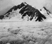 Mount Petermann and the Godley Glacier, with the Sealey Pass at left. — Otago Witness, 26.6.1918.
