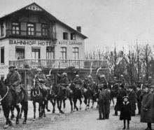 The first entry into a German town after the armistice: British lancers entering Malmedy. — Otago...