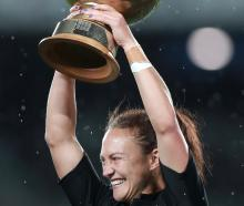 Les Elder of the Black Ferns holds aloft the Laurie O'Reilly Memorial Trophy. Photo: Getty Images