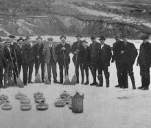 A group of Central Otago curlers on the Oturehua pond. - Otago Witness, 21.10.1919.