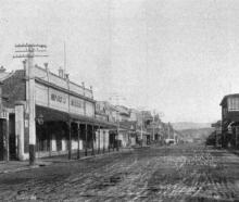 The main street of Balclutha, looking south. — Otago Witness, 20.7.1920.