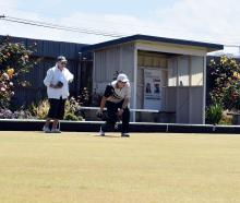 Lyn Rance (left) looks on as Sarah Ibbotson readies to deliver her final bowl of the second end...