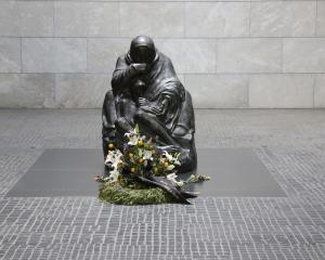 Kathe Kollwitz's mother and son statue. Photos from Wikimedia Commons.