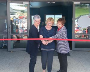 Tuapeka district residents (from left) Karen Roughan, Elaine Crawford and Wendy Dougherty open the aquatic centre. Photos by Pam Jones.