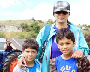 Allan (6), Yvonne and Tama (9) Roberts, all of Oamaru.