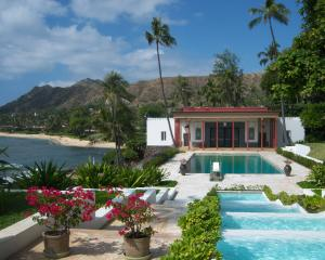 The view from Shangri La looking towards the pool house and coast, Honolulu, Hawaii. Photos: Anabright Hay