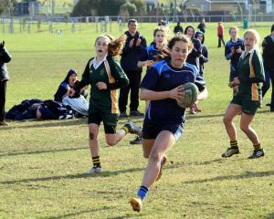 St Hilda's Collegiate School flanker Meg Timu. Photo by Hamish MacLean.