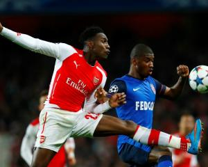 Arsenal's Danny Welbeck (L) and AS Monaco's Almamy Toure compete for the ball. Photo: Reuters /...