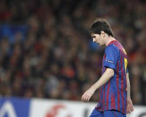 Barcelona's Lionel Messi reacts as the game slips away.     REUTERS/Stefan Wermuth