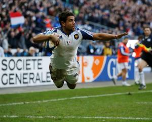 France's Wesley Fofana dives to score a try against Italy. REUTERS/Benoit Tessier