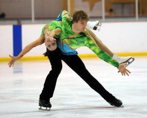 Grant Howie (Dunedin) and Ariel Nadas (Auckland) on their way to winning the senior pairs title...