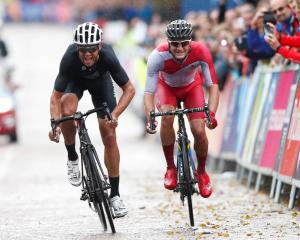 Jack Bauer (L) outsprints Scott Thwaite to take the silver medal in the men's road race. REUTERS...