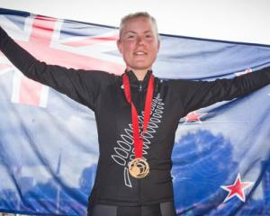 Linda Villumsen celebrates with her Gold medal after winning the women's time trial. Photo: NZ...