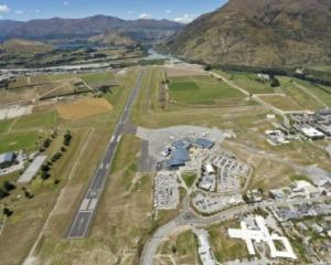 pilot_charged_over_queenstown_departure__4f53f79a1e.JPG