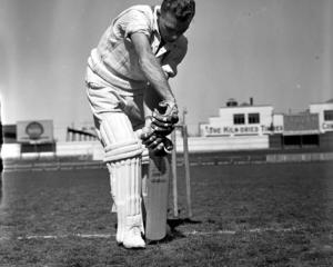 Sutcliffe scores 385 against Canterbury (1952)Bert Sutcliffe shows his impeccable defensive...