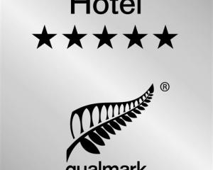 The new-look Qualmark star rating logo for hotels. Star-rated holiday parks and backpackers will...