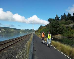 The Otago Harbour cycleway. Photo by John Fridd.