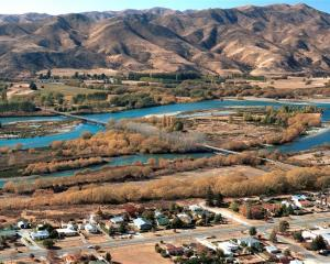 The Waitaki River bridges that residents want replaced.