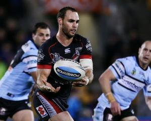 The Warriors' Simon Mannering gets a pass away against the Sharks. Photo Getty Images