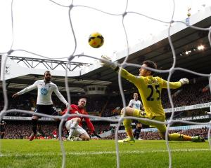 Wayne Rooney (C) scores a goal past Tottenham Hotspur's goalkeeper Hugo Lloris. REUTERS/Suzanne...