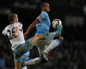West Ham's Joe Cole (L) challenges Manchester City's Vincent Kompany. REUTERS/Phil Noble