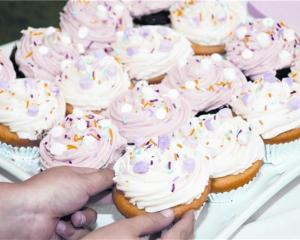 Yummy cupcakes at the wedding of Steve and Becky Weir in Invercargill. Photo by Emily Cannan...