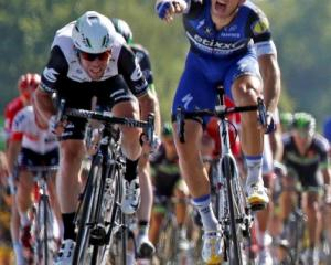Mark Cavendish (L) sprints to the finish line ahead of Marcel Kittel. Photo Reuters