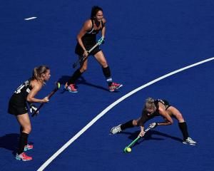 Anita McLaren shoots at goal for New Zealand against Australia in the quarterfinal. photo: Getty...