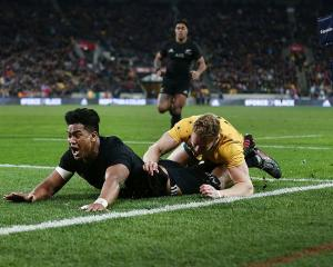 Julian Savea scores in the corner. Photo: Getty Images