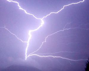 lightningnsig.jpg