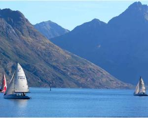 yachting_donald_hay_classic_on_lake_wakatipu_4916586284.jpg
