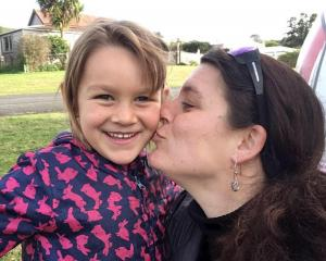 Que Langdon has arrived back in New Zealand with her mother. Photo: Supplied