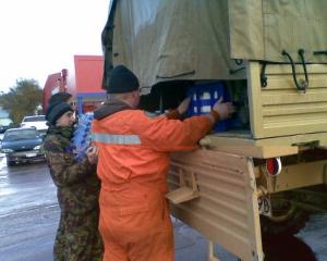Soldiers and civil defence workers load a unimog with supplies. Photo by David Bruce