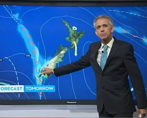 TVNZ 1 weather man Dan Corbett presents the forecast. Photo: TVNZ.