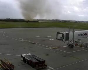 A dust storm approaches brisbane Airport, Photo:P Twitter
