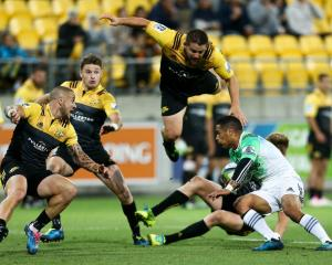Highlanders Aaron Smith attempted to break a heavy Hurricane defense. Photo: Getty