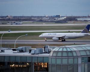 A United Airline aircraft lands at O'Hare International Airport in Chicago. Photo: Reuters