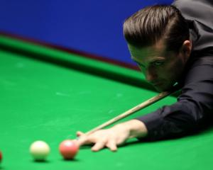 Mark Selby lines up a shot during the final against John Higgins. Photo Getty