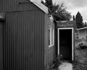 Reading Room, Naseby, 1975.  Photo: Gary Blackman., Hocken Collection, University of Otago, P2008...