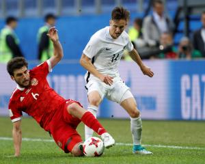 New Zealand's Ryan Thomas (R) in action with Russia's Giorgi Jikia. Photo Reuters